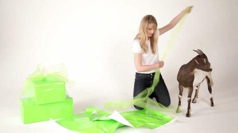 Anna-Torv-Oxfam-Unwrapped-anna-torv-25201341-1280-720